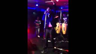 Ben Pol Singing Busy Signal Come Over (Live)