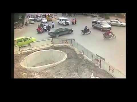 Lustiger Roller Unfall – China Scooter Crash