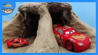 disney cars Lightning McQueen Go into the cave. Small cars and big cars