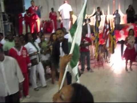 Mestre-Sala Sandro e Porta-Bandeira Andreya do Imp...