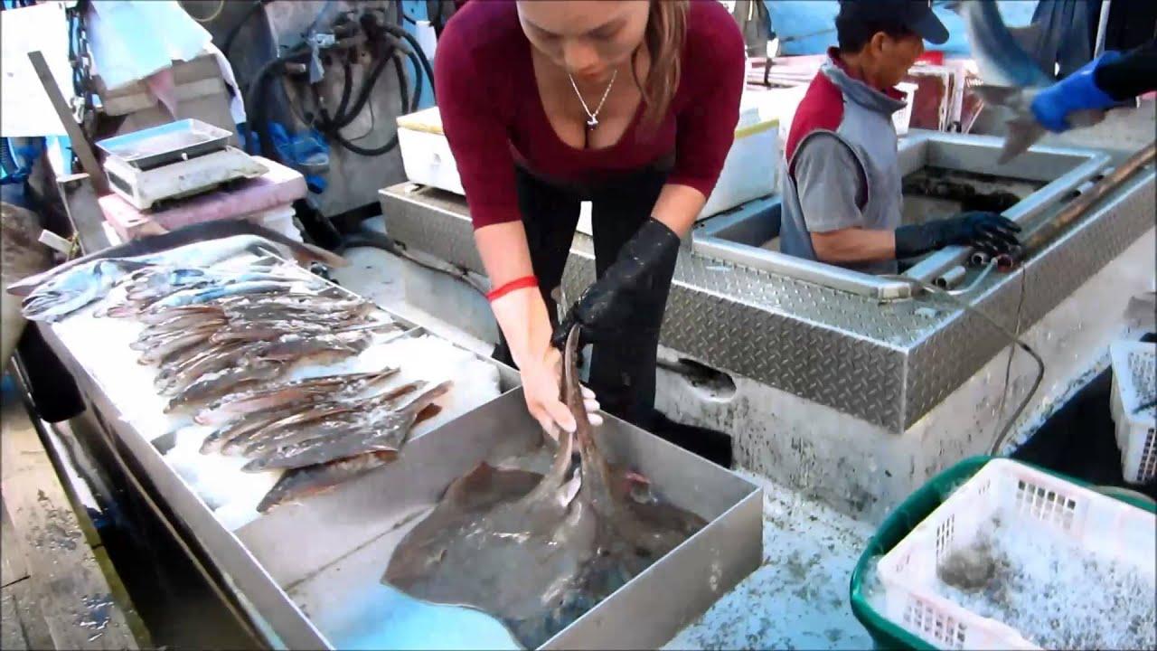 Fresh off the boat steveston fish market may 25 2013 for Fish market richmond va