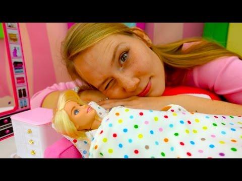 Бессонница у куклы Барби. Игры для девочек