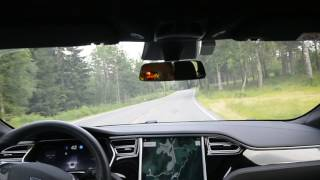 Tesla AP2 17.26.76 on local winding road