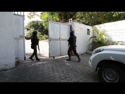 Haiti police battle