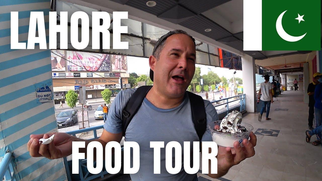 FANTASTIC FOOD IN LAHORE / RIZWAN CHICKEN SANDWICH / PIZZA PARATHA / BEST SAMOSA AND DESSERT TOUR