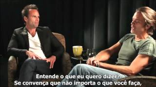 Timothy Olyphant and Walton Goggins funny  Justified talk  Legendado em português  parte 1