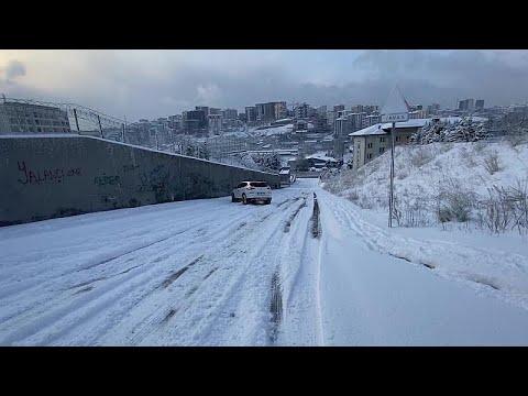 شاهد: الثلوج تغطي معظم أنحاء مدينة إسطنبول  - نشر قبل 6 ساعة