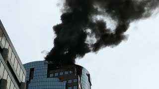 🔥🏢High-rise fire in Montreal (Place Montreal Trust) - Video 1: Arriving at the scene