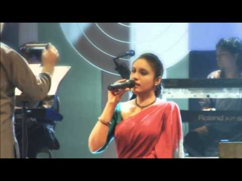 Sunil Edirisinha's Daughter Sing Sunil's Famous Song at public Music show.