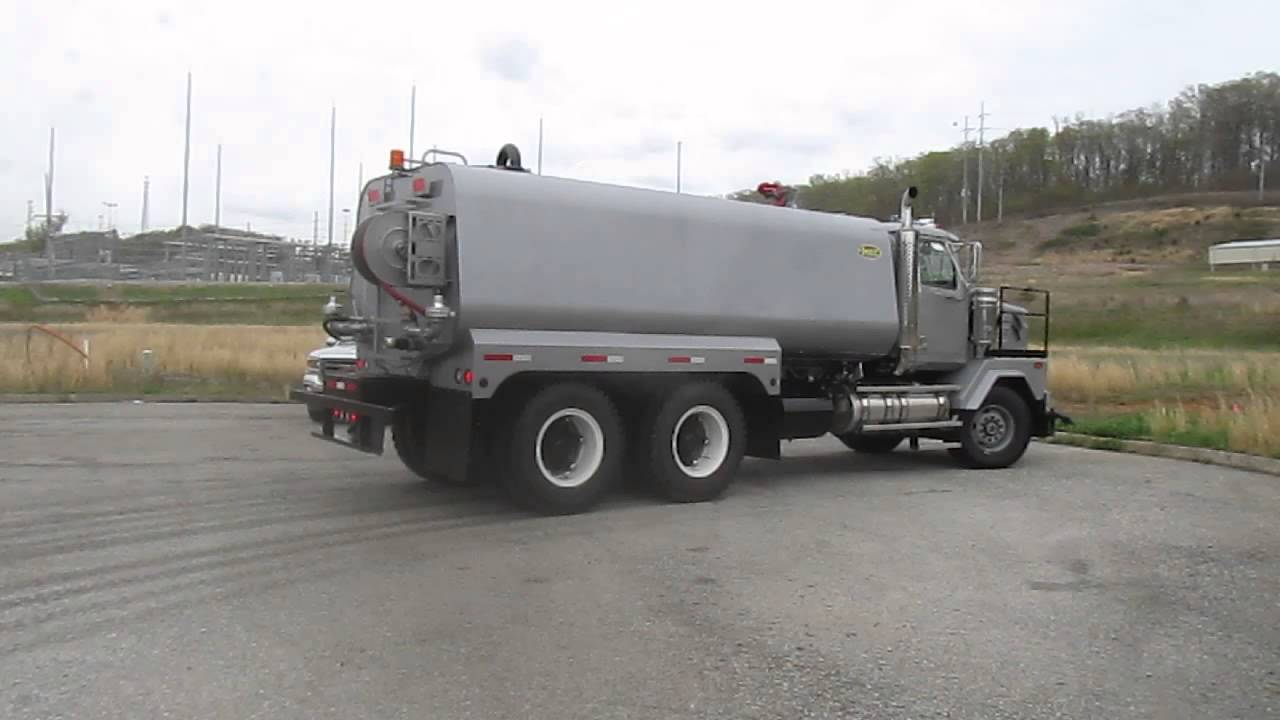 Heavy Spec HEC HH6KS-HD 6,000 gallon water tank on New Western Star 4900HD  chassis