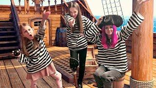 ПОБЕГ ИЗ ЗАТОПЛЕННОГО КОРАБЛЯ! Девочки решили найти Сокровище и оказались Взаперти!