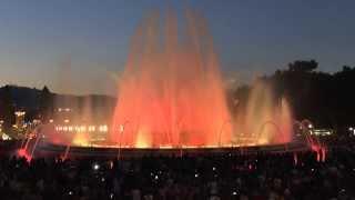 Испания, г. Барселона. ПОЮЩИЕ ФОНТАНЫ !!!!(Фонтан, украшающий парк Монтжуик и Национальный дворец, огромный (его площадь -- более 3 тысяч кв.м, а высота..., 2013-09-05T16:29:43.000Z)