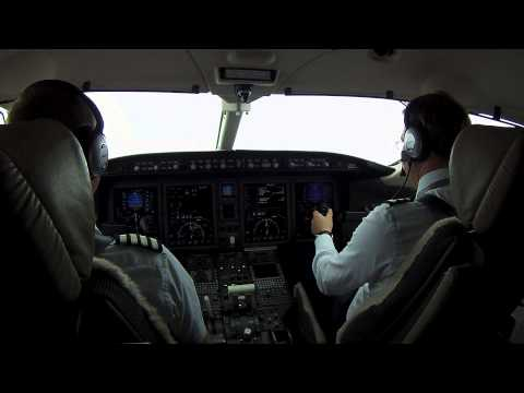 Blue Jet Challenger 300 (SP-CON) cockpit video HD (Malaga - Moscow)