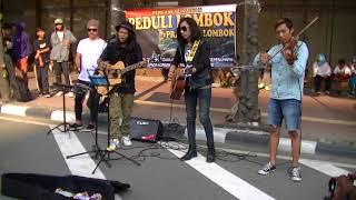 Bikin merinding dengar pengamen ini nyanyi lagu daerah NTB di acara penggalangan dana untuk Lombok