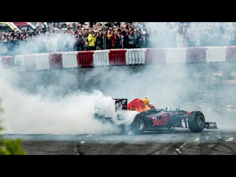 Daniel Ricciardo drops a dose of donuts and burnouts on the streets of Budapest