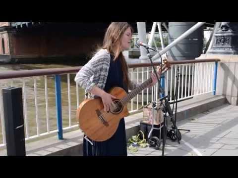 Fever (Cover) - live street performance Susana Silva - Busking Music