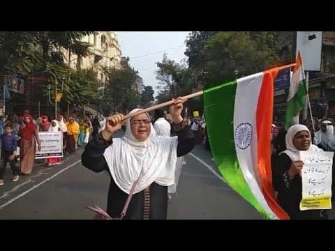 شاهد: مسلمات في الهند يشاركن في مسيرة احتجاجا على قانون الجنسية الجديد …  - 12:59-2020 / 1 / 17