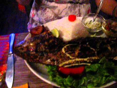 Poisson capitaine grill au restaurant s n galais le village paris youtube - Restaurant poisson grille paris ...