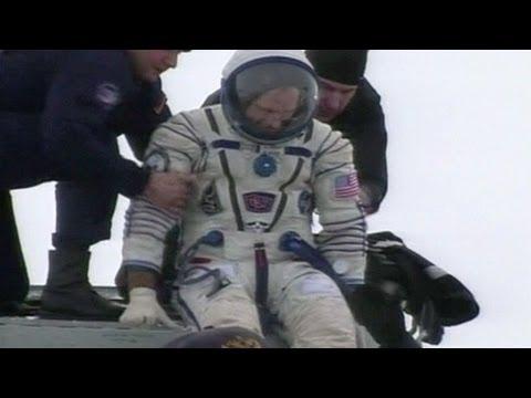 Astronautas vuelven a la Tierra