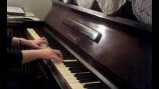 Elena Paparizou-Mazi sou piano