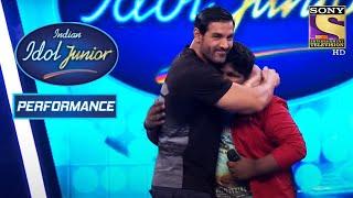 John Abraham Hugs Vaishnav For His Performance On 'Jaane Kyun' | Indian Idol Junior 2 Thumb
