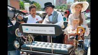 Se robaron el show en el Desfile de autos clásicos y antiguos en la Feria de las Flores