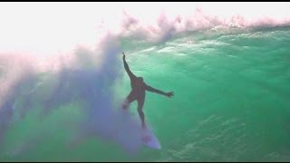 Kelly slater surfing alone in nazare HD
