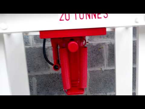 presse hydraulique maison 20 tonnes pour 0,0 euro, fers de récup du toit de mon garage