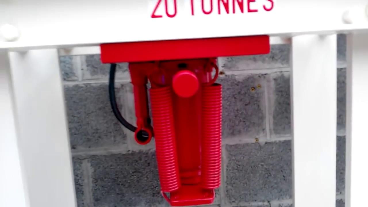 Grand Presse Hydraulique Maison 20 Tonnes Pour 0,0 Euro, Fers De Récup Du Toit De  Mon Garage Photo