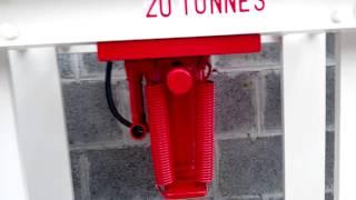 presse hydraulique maison 20 tonnes pour 0,0 euro, fers de récup du toit de mon garage thumbnail