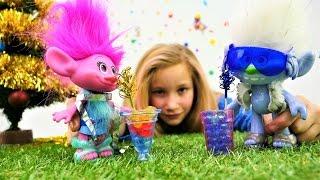 Игрушки из мультика Тролли встречают Новый год