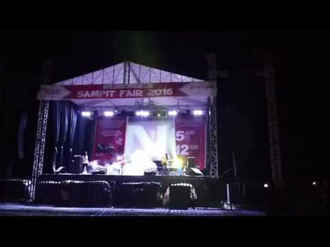 winner telanjangi dunia cover by T3-nongki band ( sampit fair music festival 2016 )