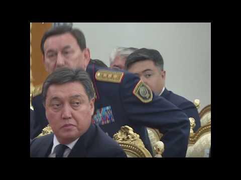 Отношение Назарбаева к подчиненным