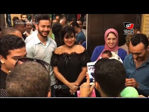 الجماهير تلتقط «السيلفي» مع فيفي عبده في ختام مهرجان الإسكندرية السينمائي