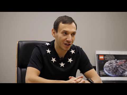 """У владельца транспортной компании «ЛидерТранс» берет интервью известный блогер """"Категории Е"""" Альберт"""