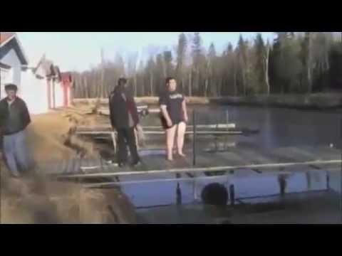 TheDannyBurnage springt ins Eiswasser und bricht ein HAHA *GEIL*