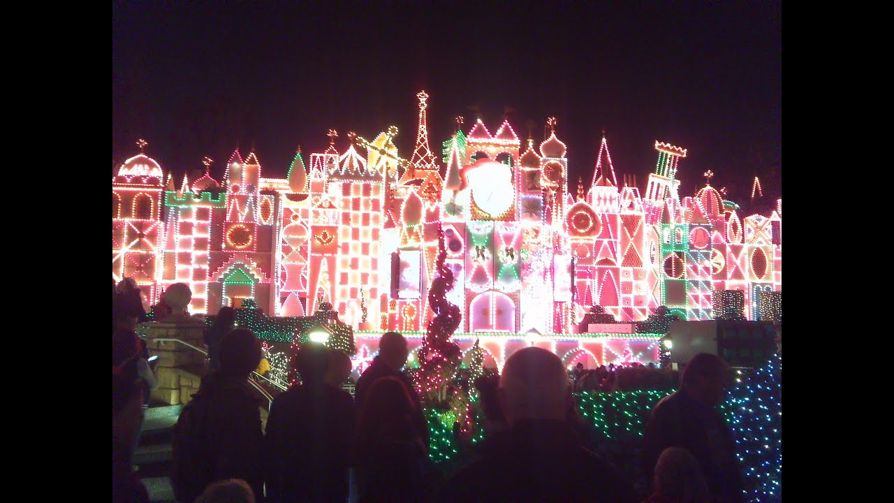 Christmas Eve at Disneyland! (Cars, Crowds, and Churrors) [Crisco ...