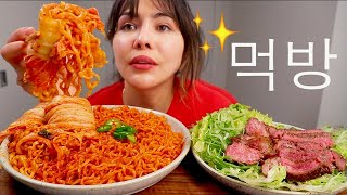 NEW KIMCHI NOODLES, MEDIUM RARE STEAK, KIMCHI WRAPPED SPICY NOODLES 먹방 MUKBANG