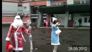 Дед мороз летом(28 МАЯ в Нижнем Новгороде на Московском вокзале был замечен Дед Мороз и Снегурочка!!!, 2012-05-31T19:43:26.000Z)