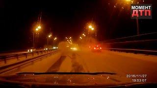 Момент ДТП: Джип превысил скорость на скользкой дороге и попал в аварию. 27.11.2016