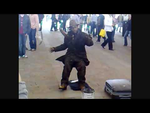 Crazy Mime Artist in Manchester England! (CRAZY! - MUST WATCH!)