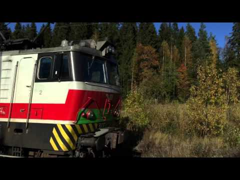 [VR] Finnish class Sr1 electric loco passing light past Nuppulinna as train VET 11875