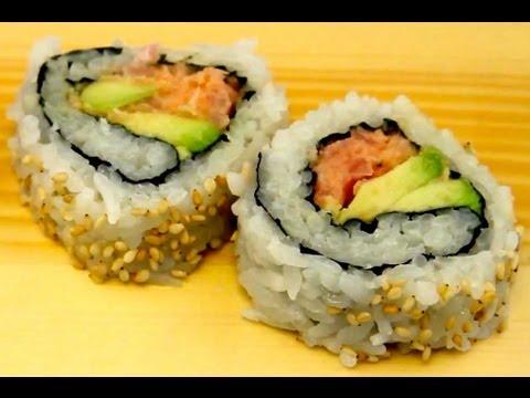 How To Make Sushi - Spicy Tuna Sushi Rolls