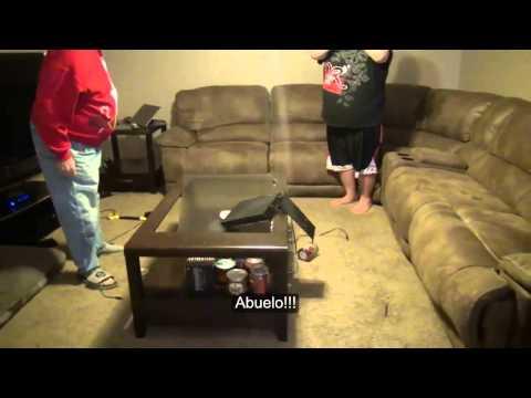 Abuelo destruye PS4 Delante de su nieto [subtitulado al español]