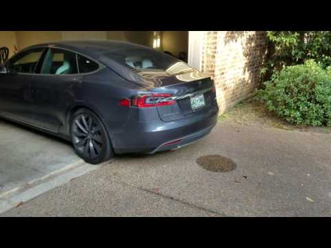 Tesla Model S P100D parking by it self activated with cell phone