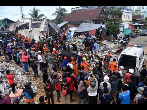 فرق الإغاثة تواصل البحث عن ناجين من زلزال سولاويسي في إندونيسيا  - نشر قبل 4 ساعة