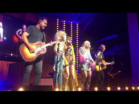 Miranda Lambert and Little Big Town sing