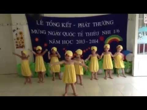 Bé Đăng Khoa 3 tuổi múa bài Five Little Ducks.