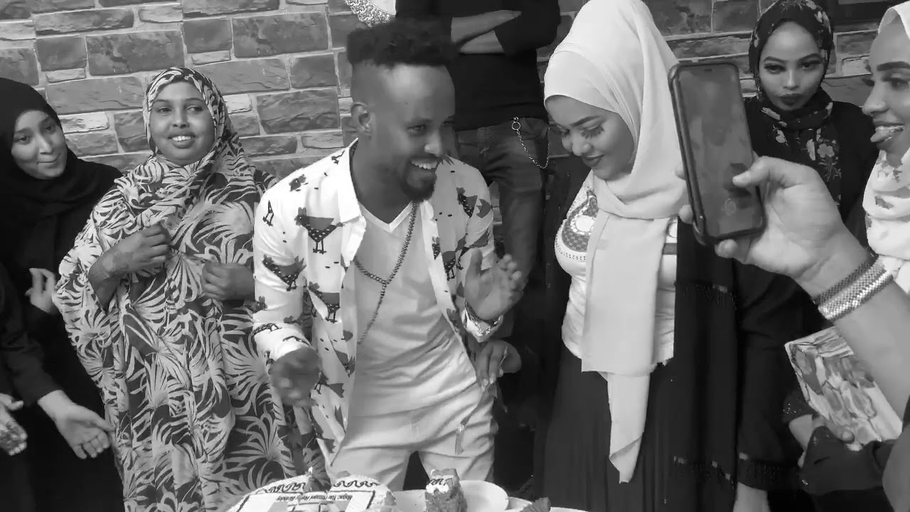 Xaflad  surprise an u sameynay yuu bezaani 🎂 happy birthday 🎁