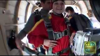 видео Прыжки с парашютом для начинающих